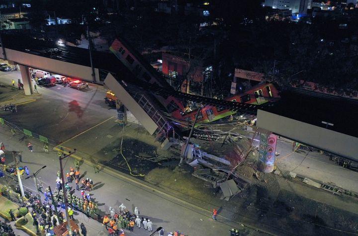 Une vue aérienne des lieux de l'accident de métro, le 3 mai 2021 à Mexico (Mexique). (PEDRO PARDO / AFP)