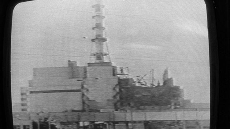 La télévision soviétique montrant le 30 avril 1986 une photo de Tchernobyl. (AFP PHOTO)