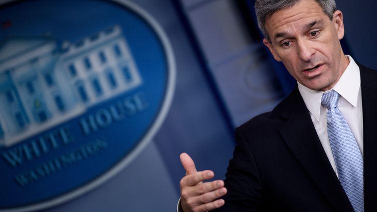 Ken Cuccinelli, le directeur par intérim des services d'immigration américains, à la Maison-Blanche, le 12 août 2019, à Washington (Etats-Unis). (BRENDAN SMIALOWSKI / AFP)