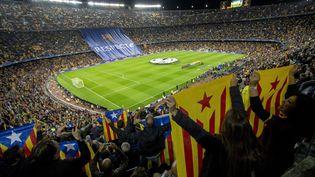 Les supporters du Barça lors d'un match entre le FC Barcelone et le BATE Borisov en Ligue des champions, le 4 novembre 2015, au Camp Nou. (ALBERT LLOP / ANADOLU AGENCY / AFP)