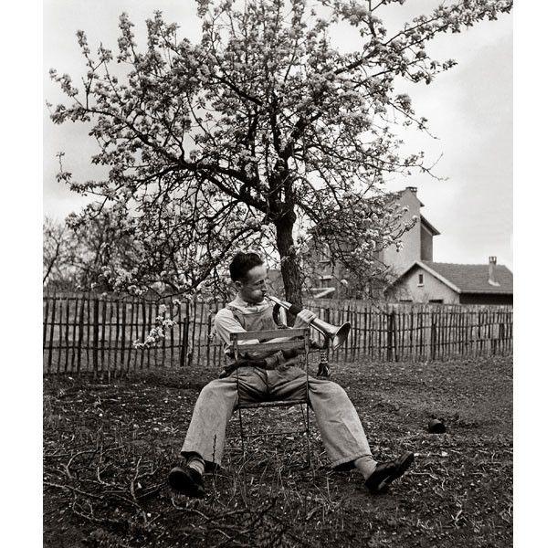 """Robert Doisneau, """"Le clairon du dimanche, Antony"""", 1947  (Atelier Robert Doisneau)"""