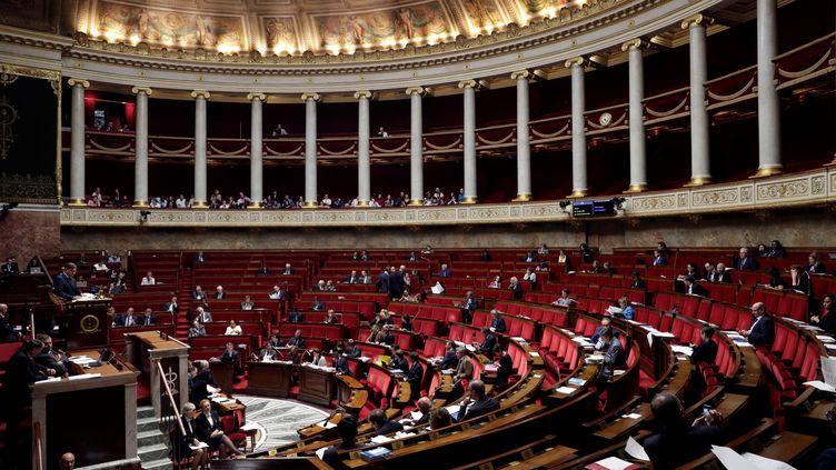 Les questeurs de l'Assemblée nationale envisagent de réaliser 15 millions d'euros d'économies par an au palais Bourbon dès 2019 (THOMAS SAMSON / AFP)