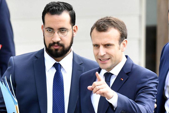 Alexandre Benalla et Emmanuel Macron, en visite dans l'Orne, le 12 avril 2018. (MAXPPP)