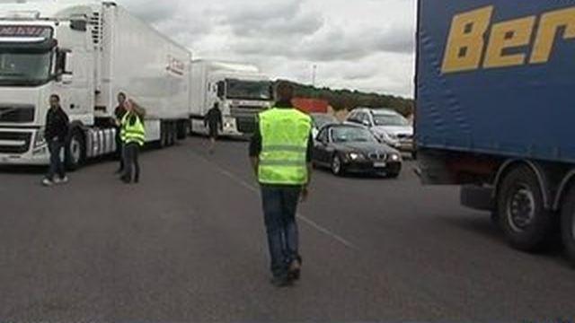 Les éleveurs refoulent toujours les camions étrangers