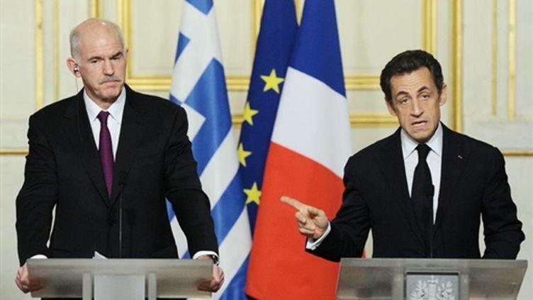 Le Premier ministre grec, George Papandréou, et le président français Nicolas Sarkozy à l'Elysée, le 07 mars 2010 (AFP/MIGUEL MEDINA)