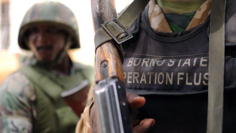 Des soldats nigérians à Maiduguri, capitale de l'Etat du Borno (Nigeria), le 6 juin 2013. (QUENTIN LEBOUCHER / AFP)