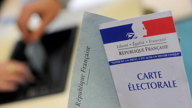 (Trois quarts des Français souhaitent le non-cumul des mandats dans le temps en politique © maxPPP)