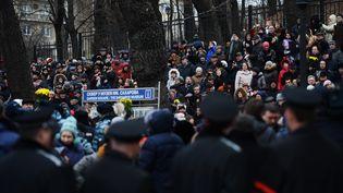 Boris Nemtsov enterré au cimetière moscovite de Troïekourovskoïe (Russie), le 3 mars 2015 (VLADIMIR ASTAPKOVICH / RIA NOVOSTI / AFP)