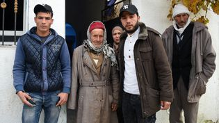 Le père d'Anis Amri entouré de ses enfants dans la région tunisienne de Kairouan, le 22 décembre 2016. (FETHI BELAID / AFP)