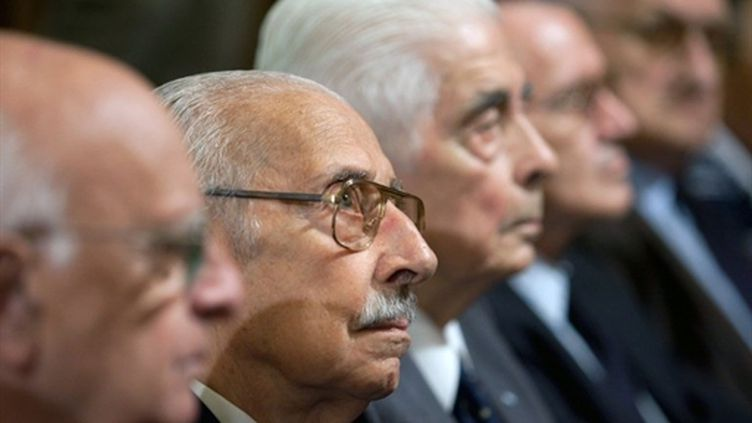 L'ex-dictateur Jorge Videla attend le verdict à son procès à Cordoba (22 décembre 2010) (AFP / Diego Lima)