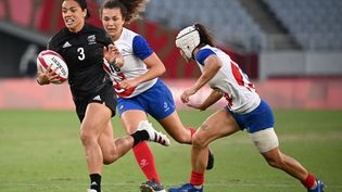 Stacey Fluhler et les joueuses néo-zélandaises ont dominé la finale olympique de rugby à 7, le 31 juillet 2021. (GREG BAKER / AFP)