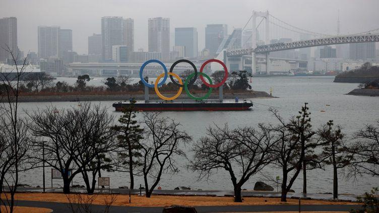 Les anneaux des Jeux olympiques à Tokyo, le 23 janvier 2021. (KOJI ITO / YOMIURI / AFP)