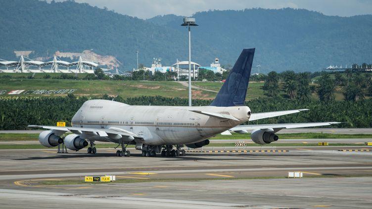 UnBoeing 747-200F abandonné sur le tamarc de l'aéroport international de Kuala Lumpur, en Malaisie, le8 décembre 2015. (MOHD RASFAN / AFP)