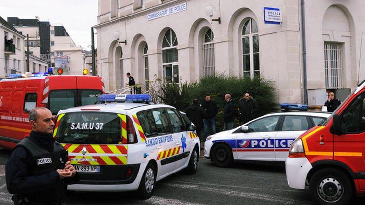 (Un homme a blessé à l'arme blanche trois policiers au commissariat de Joué-lès-Tours avant d'être abattu  © Maxppp)