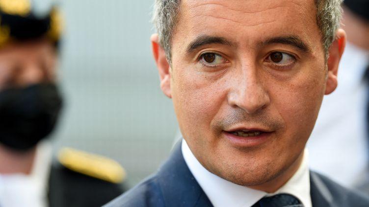 Le ministre de l'Intérieur, Gérald Darmanin, lors d'une visite dans un commissariat de Marseille (Bouches-du-Rhône), le 24 mai 2021. (NICOLAS TUCAT / AFP)