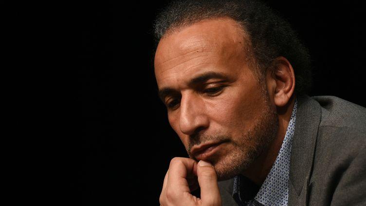 L'islamologue suisse Tariq Ramadan lors d'une conférence le 26 mars 2016 à Bordeaux en France (MEHDI FEDOUACH / AFP)