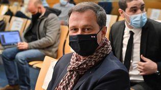 Louis Aliot, maire RN de Perpignan,devant e tribunal administratif de Montpellier, attaquée en référé par la préfecture des Pyrénées-Orientales pour la réouverture anticipée de quatre musées de la ville. (PASCAL GUYOT / AFP)