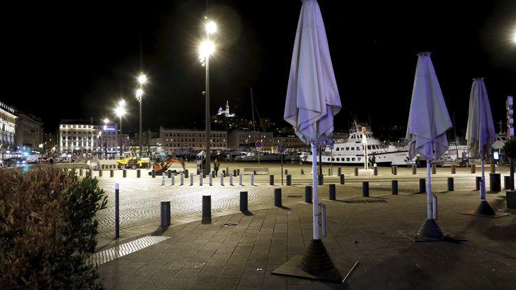 Le Vieux-Port, à Marseille,dans la nuit du 14 octobre 2020. (VALLAURI NICOLAS / MAXPPP)