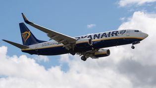 Unavion Ryanair, le 26 juillet 2020, dans le ciel de Derby (Royaume-Uni). (MI NEWS / AFP)