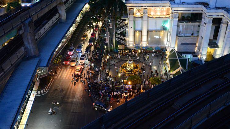 Une vue générale du carrefourRatchaprasong à Bangkok (Thaïlande), après la réouverture du sanctuaire hindouiste visé par un attentat, le 19 août 2015. (WASAWAT LUKHARANG / NURPHOTO / AFP)