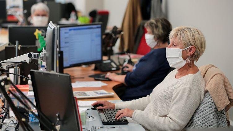 Covid-19: des mesures sanitaires qui coûtent cher aux entreprises (FRANCOIS DESTOC / MAXPPP)