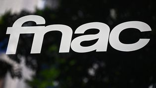 Un logo de la Fnac à Madrid, la capitale espagnole, le 4 septembre 2020. (GABRIEL BOUYS / AFP)