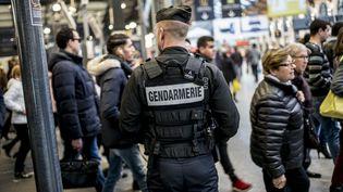 Illustration d'une patrouille de gendarmerie mobile à la gare Saint-Lazare. (MAXPPP)