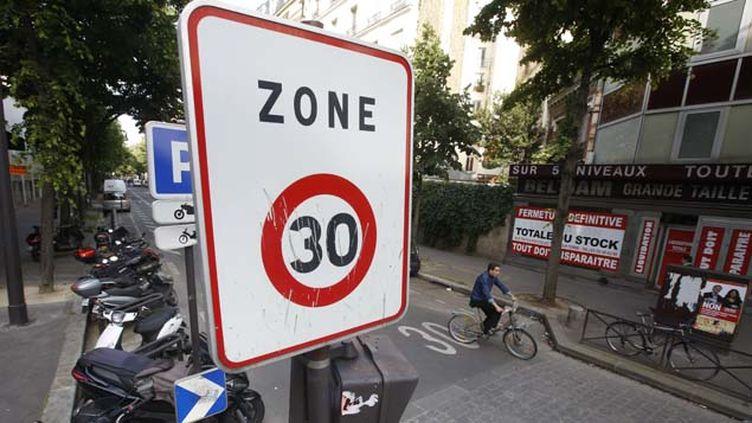 (Un tiers des rues de Paris devraient passer en zone 30 d'ici la fin de l'année 2015 © MaxPPP)