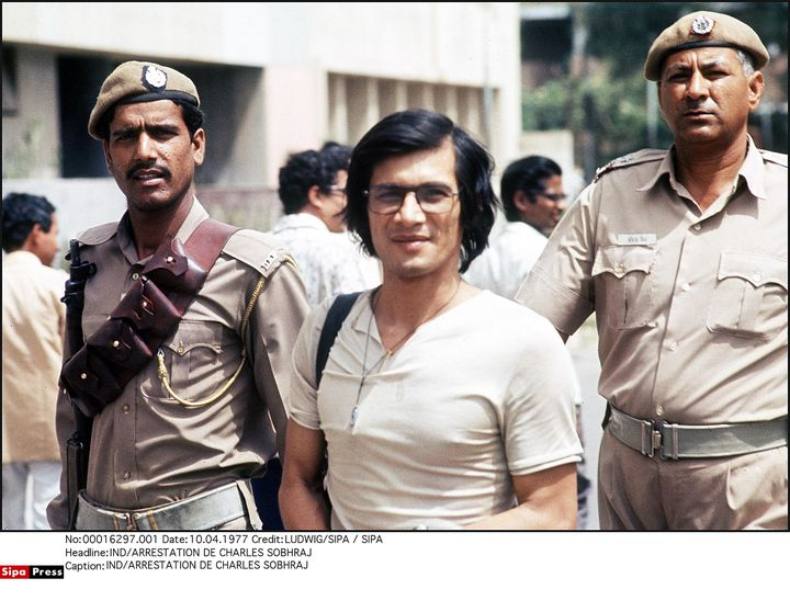 Le véritable Charles Sobhraj à New Dehli lors de son arrestation en 1977. (LUDWIG/SIPA)