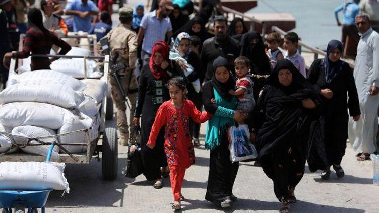 Des déplacés irakiens fuyant les violences à Ramadi en avril 2015. (AFP / Ahmad Al-RUBAYE )