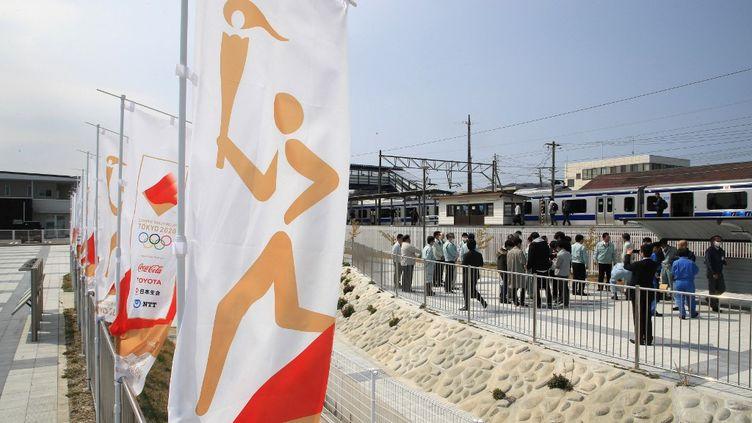 Une bannière sur les Jeux olympiques à Hirono, au Japon, le 26 mars 2020. (KANAME YONEYAMA / YOMIURI)