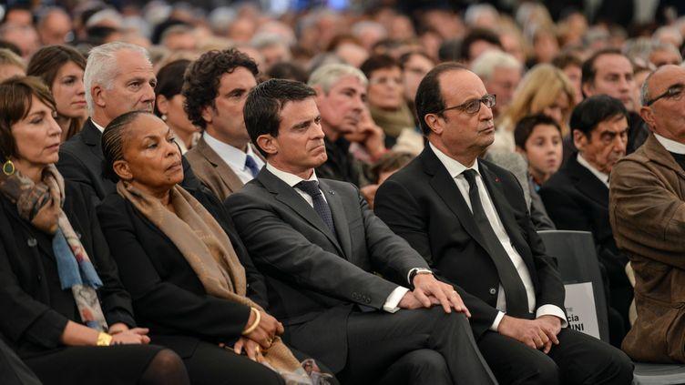 Christiane Taubira, Manuel Valls et François Hollande, lors d'une cérémonie d'hommage à Petit-Palais (Gironde), le 27 octobre 2015. (UGO AMEZ / SIPA)