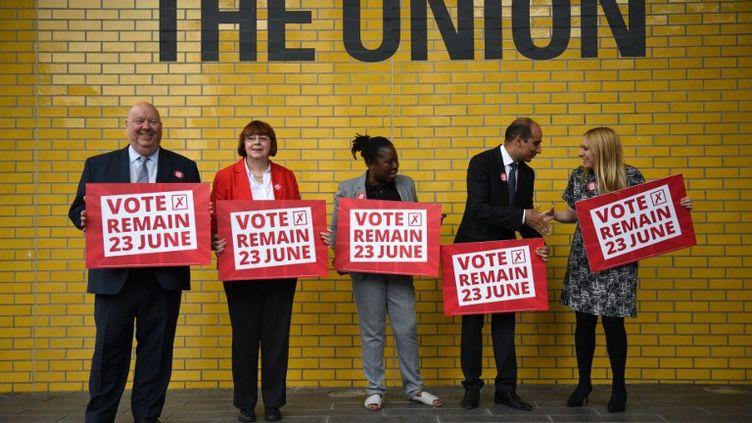 Une campagne des travaillistes en faveur du maintien du Royaume-Uni dans l'Union européenne, le 16 juin 2016 à Manchetser. (OLI SCARFF / AFP)