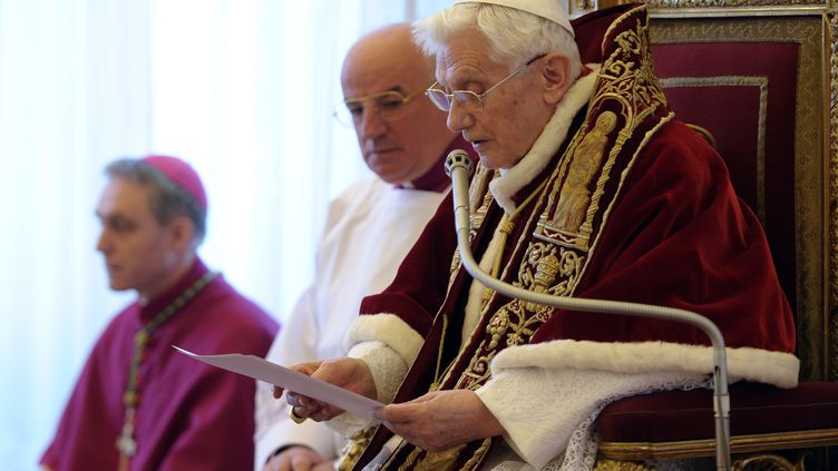 Le pape au Vatican, le 11 février 2013, lors de l'annonce de sa démission. (OSSERVATORE ROMANO / AFP)