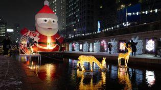 Décorations de Noël à Séoul en Corée du Sud. (JEON HEON-KYUN / EPA)