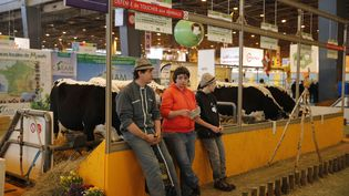 Les éleveurs de bovins au salon de l'agriculture à Paris le 21 février 2015. (CITIZENSIDE/JALLAL SEDDIKI / CITIZENSIDE.COM)