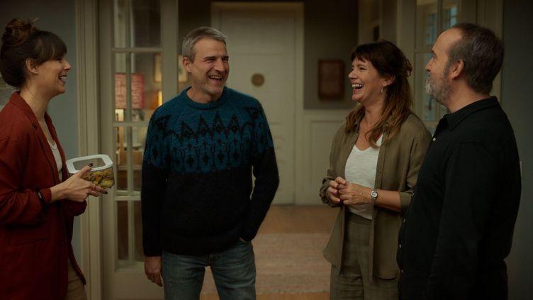 "Griselda Siciliani, Alberto San Juan, Belén Cuesta et Javier Cámara dans ""Sentimental"" deCesc Gay (2021). (FILMFAX)"