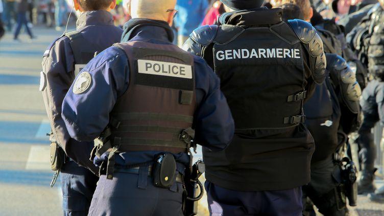 Des policiers à Valence (Drôme), le 10 décembre 2019. (NICOLAS GUYONNET / HANS LUCAS / AFP)