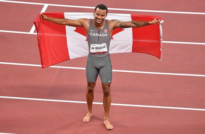 Il canadese Andre de Grasse ha vinto la finale dei 200 metri alle Olimpiadi di Tokyo mercoledì 4 agosto 2021. (TIZIANA FABI / AFP)