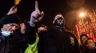 """Des membres d'un mouvement identitaires qui ont rejoint les """"gilets jaunes"""", à Paris, le 22 décembre 2018. (KARINE PIERRE / HANS LUCAS / AFP)"""