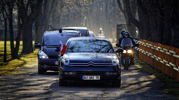 L'escorte de Nicolas Sarkozy arrive à Pamiers (Ariège), pour les vœux aux agriculteurs, le 17 janvier 2012. (LIONEL BONAVENTURE / AFP)