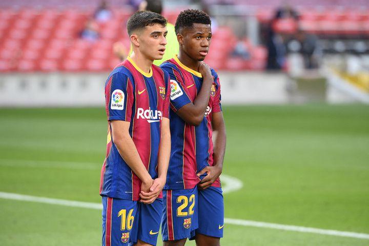 Pedri et Ansu Fati, les nouveaux visages du FC Barcelone, contre le Real Madrid, le 24 octobre 2020. (LLUIS GENE / AFP)