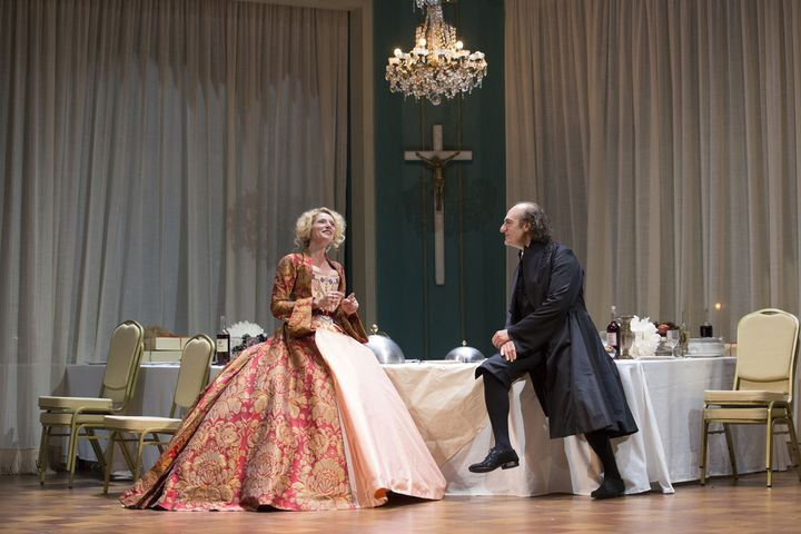 Elsa Poivre (Elmire) et Michel Vuillermoz (Tartuffe)  (Christophe Raynaud de Lage.)