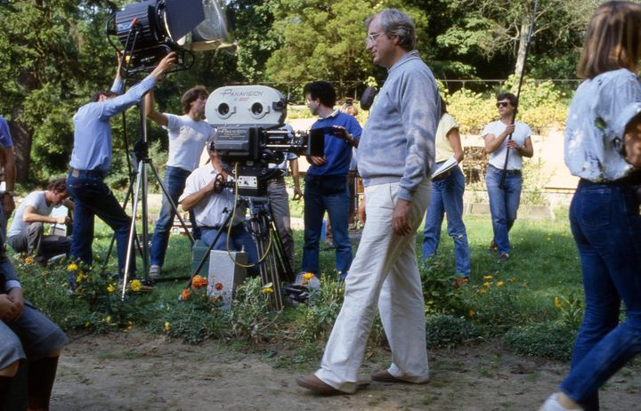 """Bertrand Tavernier on the set of """"Sunday in the countryside"""" in 1984. & nbsp;  (PHOTO ETIENNE GEORGE / CHRISTOPHEL COLLECTION VIA AFP)"""