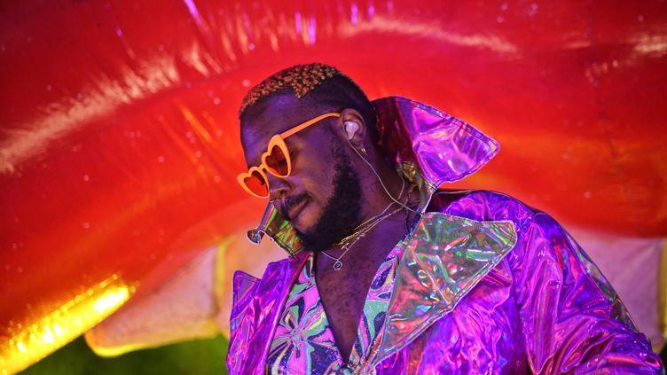 Le DJ, producteur et chanteur Kiddy Smile sera à l'affiche du festival Paris Est Têtu ce dimanche. (ROMAIN BOULANGER / MAXPPP)