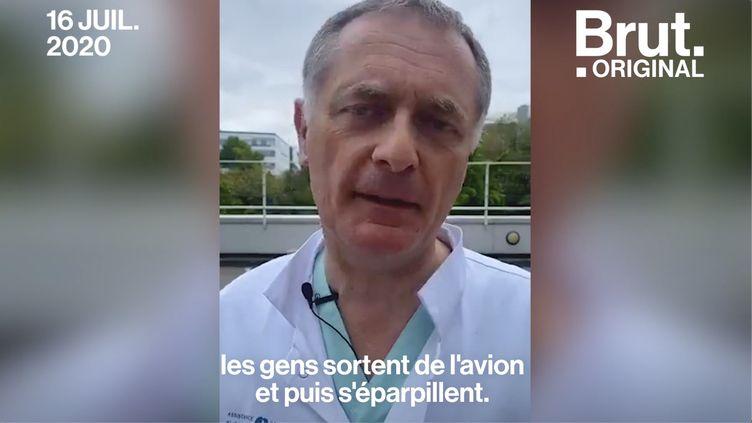"""VIDEO. Covid-19 : """"En France, c'est le Club Med"""", déplore Philippe Juvin sur le laxisme dans les aéroports (BRUT)"""
