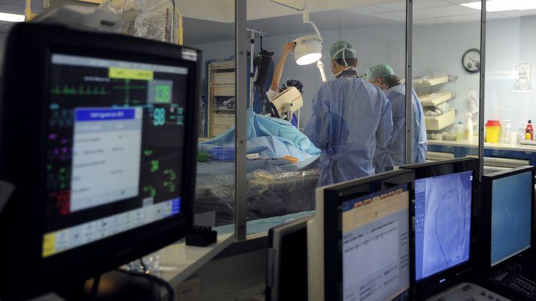 Seules les opérations urgentes restent programmées. (ANNE-CHRISTINE POUJOULAT / AFP)