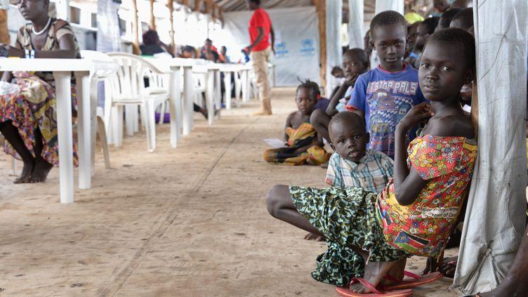 Des enfants sud-soudanais dans le camp de réfugiés de Imvepi (Ouganda), le 27 juin 2017. (GIOIA FORSTER / DPA / AFP)