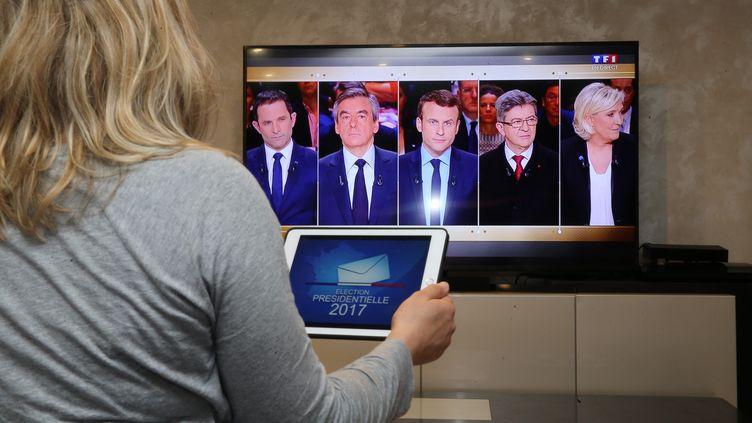 Cinq des candidats à l'élection présidentielle – François Fillon, Emmanuel Macron, Jean-Luc Mélenchon, Marine Le Pen et Benoît Hamon – débattent sur TF1, le 20 mars 2017. (MAXPPP)