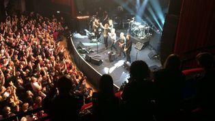 Sting et son équipe à la fin du concert, au Bataclan, le 12 novembre 2016 (RADIO FRANCE / JULES DE KISS)